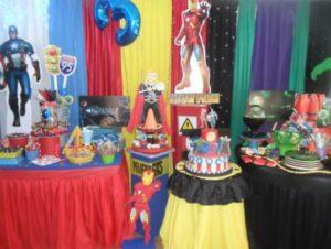 Cómo organizar una fiesta temática de Los Vengadores.
